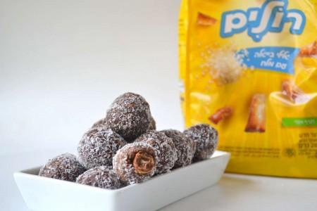 """כדורי שוקולד עם הפתעה מלוחה . צילום: יח""""צ"""