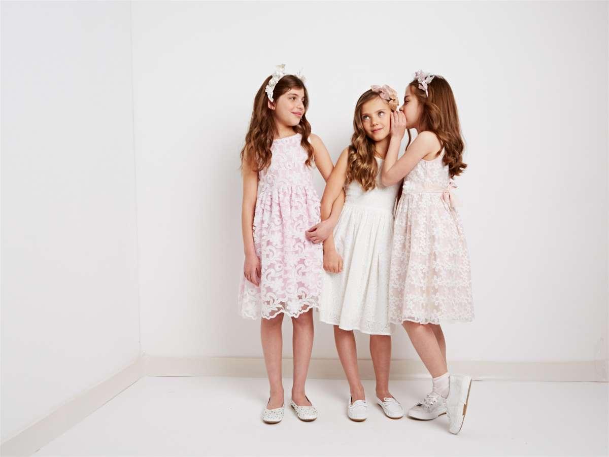 RIGHT_775012_775013_775011 סולוג- מימין שמלה ורודה 159.90שח, שמלה לבנה 159.90שח, שמלה ניוד 139.90שח. צילום-הילה שייר. (2) (Custom)