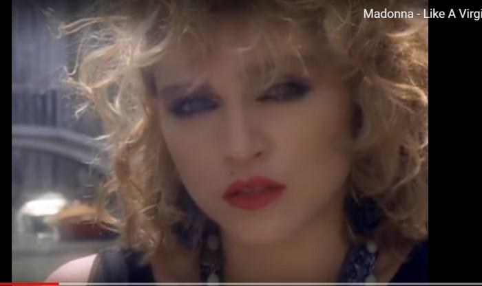 מתוך הקליפ like a virgin 1995 צילום מסך מתוך יוטיוב
