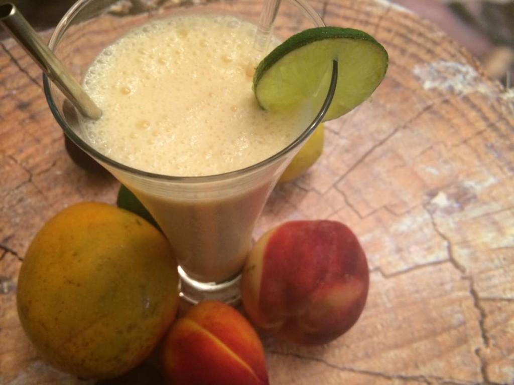 שייק בננה תפוח - על בסיס מיץ תפוזים