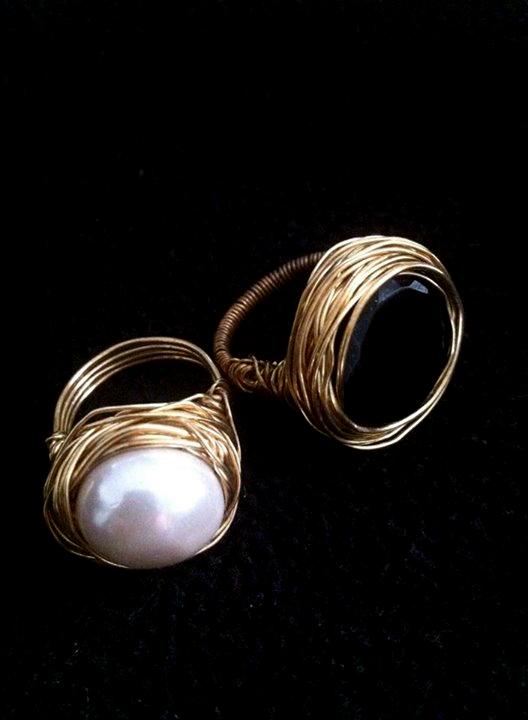 טבעת פנינה וטבעת עם אבן אוניקס שחורה