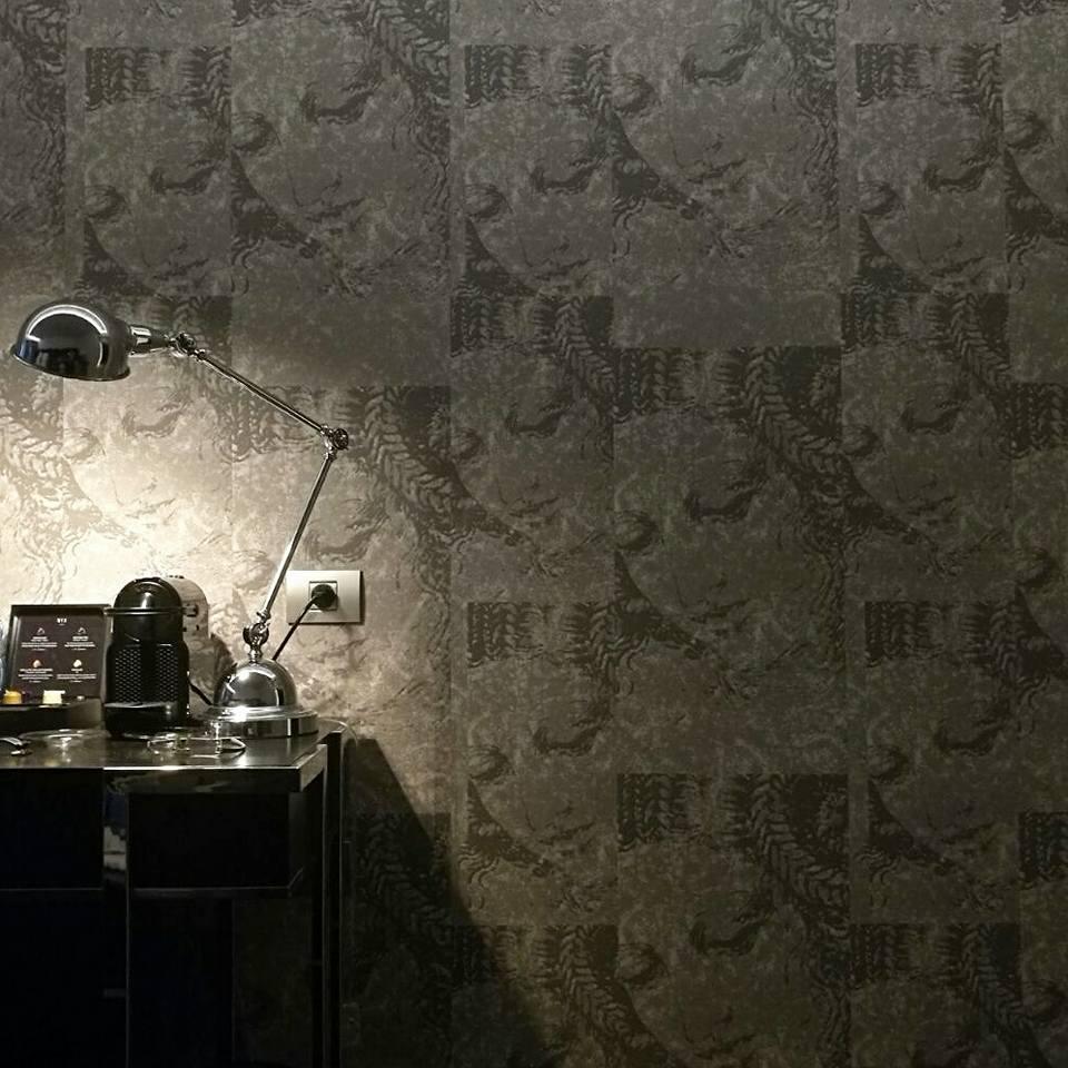 טפט דה וינצ'י בחדר המשדר מיסתורין
