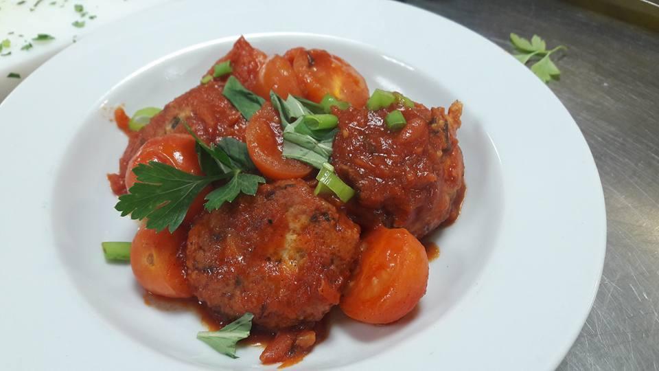 קציצות עוף טחון ברוטב עגבניות